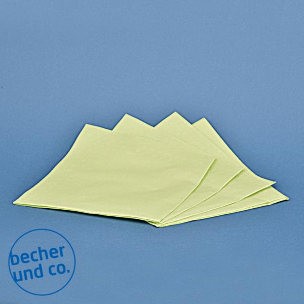 3lagige, Hellgrüne Serviette im Format 33 x 33 cm, 2 mal gefaltet auf 16,5 x 16,5 cm